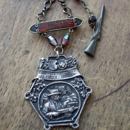 AntiqueShootingMedalNecklace